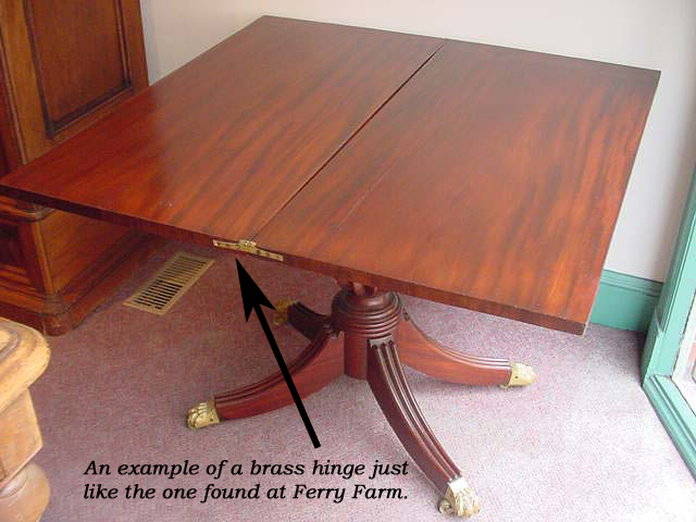 cardtable-hinge-on-table