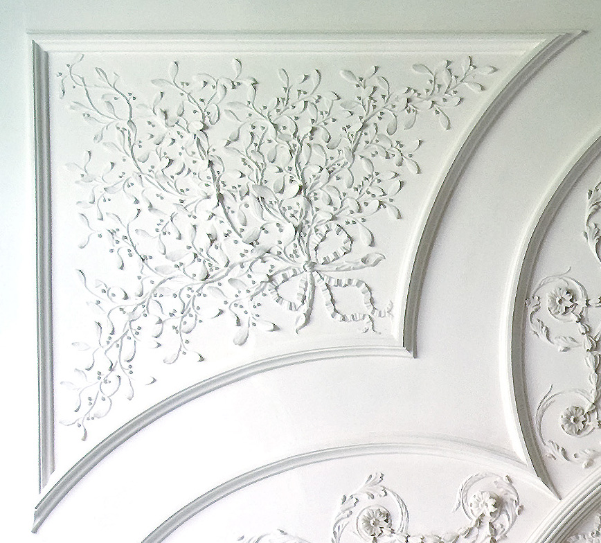 mistletoe-on-kenmores-drawing-room-ceiling