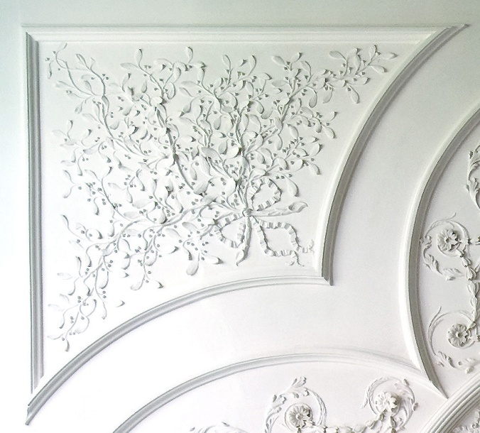 mistletoe-on-kenmores-drawing-room-ceiling