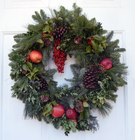 Wreath on the Visitor Center door at Ferry Farm.
