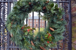 Wreath on the gate at Kenmore.